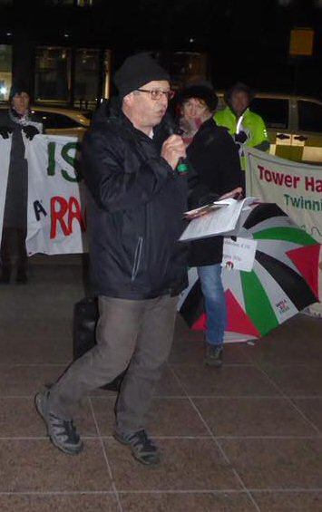 Rob Ferguson addressing the lobby outside Tower Hamlet Town Hall