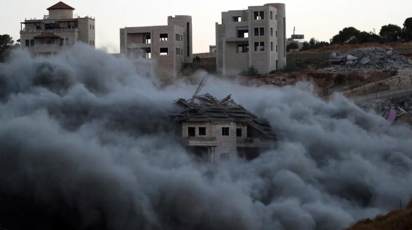 Clouds of dust as Israeli forces demolish a home in Sur Baher